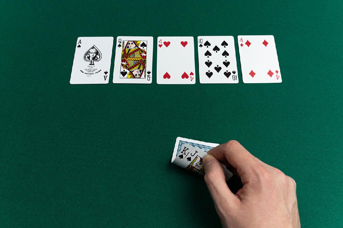 Покер веб онлайн как играть картами для покера
